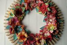 Guirlandas/wreath/ enfeites de porta / by Soraya Rejane Correia