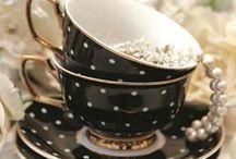 Чашечки и чайнички/ Cups and teapots / Чашечки фарфоровые и вышитые крестом. Обожаю.