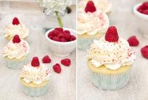 Cupcakes / by Jonelle Huraj