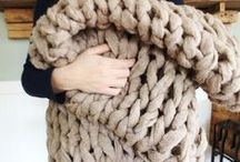 Arm Knitting with Jo-Ann / No needles? No problem! Knit yourself a gorgeous scarf with your arm in about 30 minutes!