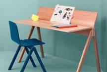 Hay / HAY a été créé en 2002 et la collection de meubles a été lancé à l'IMM de Cologne en 2003. HAY ambitionne de favoriser le retour du mobilier design danois mais dans un contexte contemporain. L'entreprise danoise Hay propose du mobilier design accessible et abordable. À mi-chemin entre la mode et l'architecture, Hay relie ces deux absolus en combinant une technologie de pointe à une recherche pleine d'innovation.