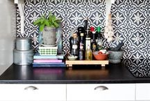 Tile Backsplash Ideas / Kitchen backsplash is an important design element in kitchen. From the outset, decide if your backsplash is the design focal point; your lead actor or if it just plays a supporting role. Explore options for a variety of materials and unique  installation ideas.
