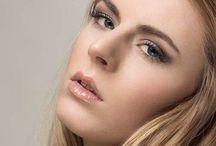 Les plus beaux maquillages & coiffures mariées. / Spécialiste de la préparation de mariée, notre équipe réalisera une mise en beauté exceptionnelle pour votre mariage.  Inspirez vous de nos photos pour des Idées maquillage, coiffure et accessoires cheveux... Sur Paris et sa région