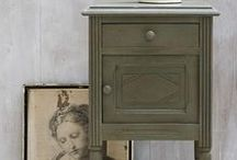 Annie Sloan - Olive / A deep rich olive green. Consider pairing it with Old White in a wall/woodwork combination for contrast or use it in a colour scheme with Henrietta (or Henrietta mixed with Old White) for a striking colour combination.
