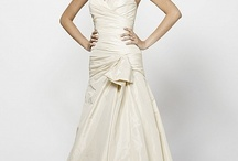 Wedding Dresses / by Ashley Hare