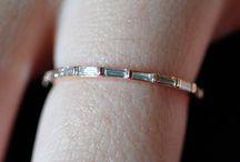 Skinny rings / by Roxy 💗