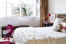 Crochê e tricô na decoração / Essas técnicas manuais de artesanato estão com tudo na decoração, pode apostar sem medo se você tem habilidades!