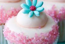 Cupcakes / by Diane Hansen