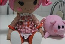 Boneca Lalaloopsy de tecido com seu porquinho / Boneca com 45 cm de altura,feita por mim para presentear minha neta.