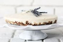 Healthy No/Low Sugar Desserts / Everyone needs to indulge sometimes, but that doesn't mean you have to go unhealthy.  Here you'll find some delicious desserts that will make your sweet tooth happy without the huge sugar rush!