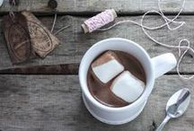 Winter Drink Recipes / What better way to warm up than with this collection of warm {or cool} indulgent drinks including hot chocolate, wassail, smoothies and more. Enjoy the holidays sipping on your favorite drinks!