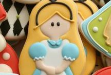 Alice in Wonderland Party Ideas / Great ideas for party cakes, decorations, printables,  food and more!