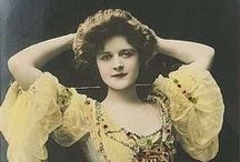 """Billie Burke / """"Billie"""" Burke (August 7, 1884 – May 14, 1970)[1] was an American actress, famous on Broadway and in early silent film, but is primarily known to modern audiences as Glinda the Good Witch of the North in the movie musical The Wizard of Oz. Billie Burke was the wife of Broadway producer Florenz Ziegfeld, Jr., of Ziegfeld Follies fame, from 1914 until his death in 1932."""