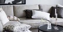 s o f a / Ein neues Sofa muss her! Schon länger sind wir auf der Suche nach einem neuen, schönen Sofa für unser Wohnzimmer, doch bisher konnte uns nichts überzeugen und die Suche muss in die heiße Phase gehen. Fest steht: die neue Couch muss bequem sein, eine Recamiere besitzen und nicht ganz so Pfotenempfindlich sein. Am Liebsten ein Modell in Grau aus Webstoff oder vielleicht doch Samt. Skandinavischer Stil wäre dazu noch wunderbar!