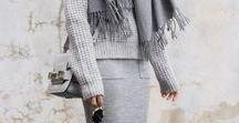 k n i t l o v e / Die schönsten Kleidungsstücke im Winter? Definitiv alles aus Strick! Ob feiner Wollpullover, big chunky Knit Jackets oder flauschige Mohairpullover: hauptsache kuschelig! Neben wunderschönen Strickpullovern sind auch hübsche Cashmeremützen, weite Schals oder dicke Socken ein Must-have. Hier findet ihr Inspiration zu tollen Strickteilen für den Kleiderschrank!