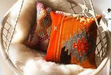 < pillows >