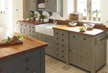 Painted Kitchen Insperation / get your mojo flowing with all these painted kitchens, great ideas for your own kitchen makeover
