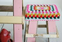 Haken krukjes en stoelen/ crochet chairs and footstools