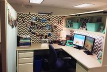 Cubicle Decor / Fun ways to make your bland office cubicle more exciting