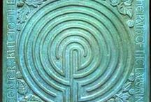 Labyrint / Labyrinths offer the opportunity to walk in meditation to that place within us where the rational merges with the intuitive and the spiritual is reborn.