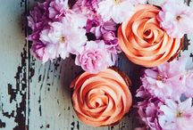 The Cupcake Encyclopedia / 100...0 cupcakes: deliciously sweet, some healthy and some just a picturesque treat.