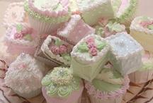 Cupcakes / by Carol Saiki