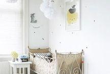 room for little ones | babykamer / nursery, babyroom babykamer, kinderkamer, knuffels, posters, decoratie, wieg, babybedjes,...