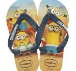 Havaianas / Wie kent dit bekende slipper merk nou niet? Zelfs voor de kleinste voetjes zijn ze op de markt. Benieuwd hoe deze slippertjes aan het voetje van uw kind uitziet? Bestel ze dan nu via maximeschoenen.nl