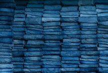 Blue Jeans / We love jeans! Jeans zijn onmisbaar in je garderobe. Jeans zijn fashionable en zitten heerlijk. Daarnaast is de spijkerbroek te koop in heel veel verschillende wassingen, fits en kleuren dat je wel meerdere exemplaren nodig hebt. Van skinny tot straight en van dark wash tot light denim. Denim is ook er gewild als stof voor vele andere items zoals blouses, shorts, jumpsuits, denim jackets, maar ook tassen en schoenen zien we in blue denim. Kortom: we love jeans!