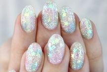 NAILS / The latest nail art trends and some how-to tutorials