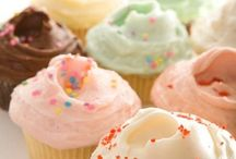 I'll never get sick of CUPCAKES! / by Jenny Holiday of Everyday is a Holiday