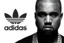 Adidas X Kanye West / Adidas, tasarım dünyasının yıldızlarıyla yaptığı işbirliklerine Sonbahar/Kış 2015 sezonunda da devam ediyor ve bu sefer dünyaca ünlü yıldız Kanye West ile güçleri birleştiriyor.   İş birliğinin erkek koleksiyonunda militer bir hava ağır basarken kadın koleksiyonu pratikliğiyle öne çıkıyor. Adidas'ın yenilikleriyle West'in tasarım anlayışı bir araya geliyor ve sonuç dünya çapında büyük ilgi görüyor.