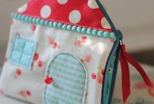 SEWING TUTORIALS & PATTERNS - BAGS, PURSES, POUCHES & OTHER LITTLE PROJECTS / Bags, pouches, wallets, purses, book covers, crayon rolls, art bags for kids, luggage tags, heat bags
