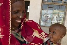 Goda nyheter med UNICEF / Bara på ett år hinner UNICEF göra massor. Bebisar vaccineras mot dödliga sjukdomar. Allt fler flickor får möjlighet att gå i skolan. Barnsoldater befrias. Familjer återförenas efter katastrofer. På den här sidan publicerar vi exempel på vad vi lyckats åstadkomma tack vare alla människor som bidrar med pengar och engagemang. Läs och bli glad!