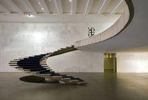 Architecture / Os mágicos, geniais:Santiago Calatrava, Frank Lloyd Wright, Frank Gehry, Oscar Niemeyer, Renzo Piano, Luis Barragan, Antonio Gaudi, Jean Nouvel e tantos outros que  cabem melhor na grandiosidade de suas obras!