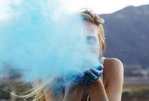 Farbspiel - tiefes Blau / #Blau erinnert uns an die schönen Dinge im Leben: ein strahlend blauer Himmel, das weite offene Meer... Durch ihren Bezug zu Himmel und Meer weist Blau auf das Unendliche und die Ewigkeit hin. In der Mode spielt Blau eine beständige Rolle, die unsere Augen verwöhnt. Daher darf sie in keiner #Frühjahrskollektion von #Gudrun Sjödén fehlen.