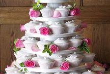 Beautiful Cakes and Cupcakes / by Mary O'Bannion