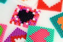 Hama Beads / Bügelperlen / Aus vielen kleinen Plastikperlen entstehen zauberhafte Pixelbilder. Und nicht nur das, aus Bügelperlen lassen sich noch viele andere Dinge basteln - neugierig?