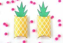 Ananas/Pineapples / Hier findest du allerhand DIY Inspirationen rund um die exotische Frucht - ob nun gebastelt, gemalt, modelliert oder geupcycelt. Dazu Printables und Freebies. Have Fun!