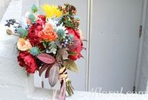 Fall Wedding Flowers / Find fall wedding flower inspiration.  Discover new flower arrangements and DIY tried and true fall wedding designs.