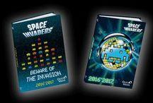 Space Invaders by Quo Vadis / Laissez-vous tenter par une nouvelle partie! Plongez dans le monde du jeu vidéo avec la marque vintage Space Invaders, mondialement connue pour la représentation de ses Aliens en pixels. Phénomène artistique autant qu'urbain, les fans affichent leur engouement en personnalisant objets et façades d'immeubles. Adoptez les nouveaux décors très impactants de la saison 2.