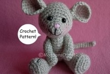 Free Rodent Crochet Patterns / Make Your Own Mouse, Rat, Hamster or Gerbil or other little gnawing little creature With A Free Pattern found here by a variety of designers! Click on the pictures to get to the pattern :)