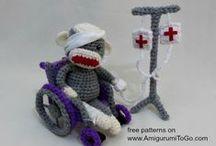 Free Hospital Amigurumi Patterns / by Sharon Ojala