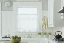 Small Kitchen Windows / Small kitchens can utilize and seriously benefit from good window treatments. Make your space appear larger by letting in more light or savoring your view.