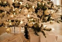Glowing with Gold / Gold holiday decor ideas for those looking to add a little luxury to the best time of the year.