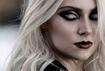 Taylor Momsen / she's definately my girl crush! so beaufitul and fierce..