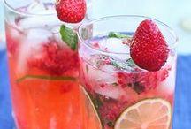 Drinks / by Paulina H