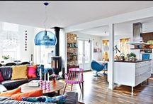 Woonstijl world of colours  / De woonstijl World of Colours staat voor een combinatie van kleurrijke woondecoratie. Niets is te gek of te bont. Alle kleuren bij elkaar vormen een vrolijke eenheid.