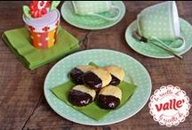 Biscotti e Biscottini! / Biscotti e biscottini: le ricette di un tempo riviste e adattate agli ingredienti e allo stile di oggi. Gusto genuino per una pausa caffé, per accompagnare il tuo the pomeridiano o per presentare sulla tavola qualcosa di creativo e appetitoso. Prova le nostre ricette: vedrai che Valle' sarà l'ingrediente ideale per arricchire i tuoi biscotti senza appesantirli.