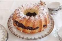 Ciambelle / Tutte realizzate per voi con la cura e la dedizione uniche di Valle'. Tante diverse versioni di una delle torte più classiche ed amate.